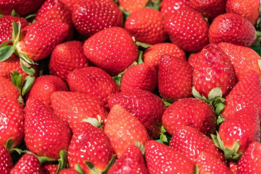Фото вкусной ягоды – клубники, обладающей полезными свойствами
