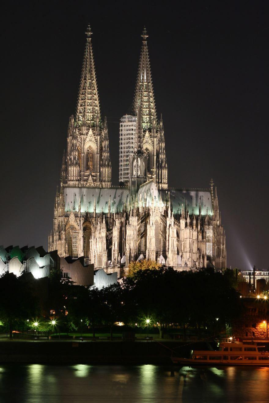 Кельнский собор в ночное время город Кельн