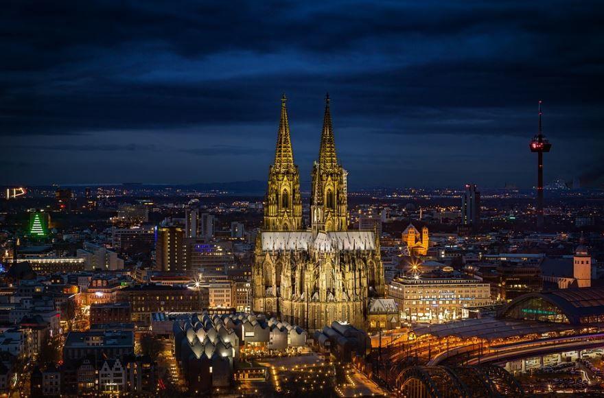 Смотреть красивое ночное фото город Кельн в хорошем качестве