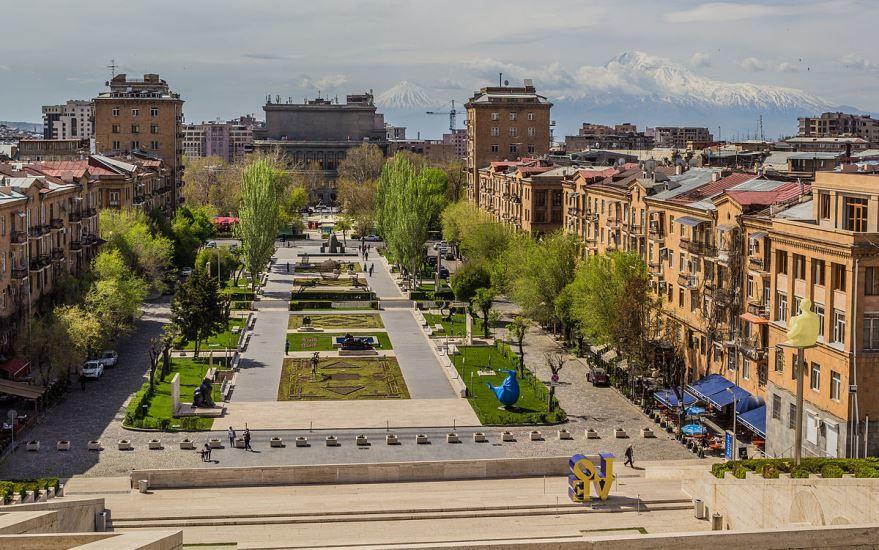 Скачать онлайн бесплатно лучшее фото вид на город Ереван в хорошем качестве