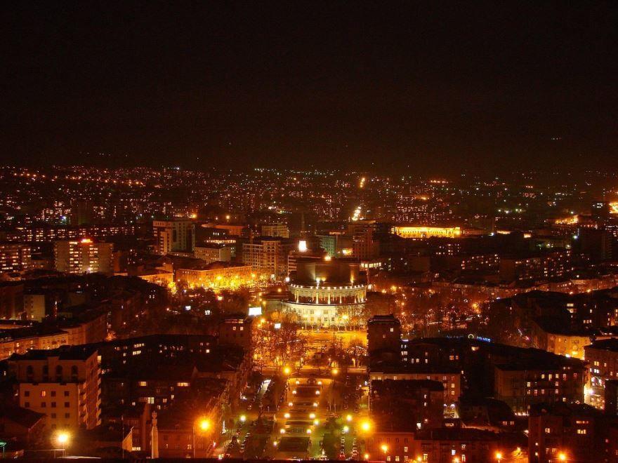 Смотреть красивое ночное фото город Ереван в хорошем качестве