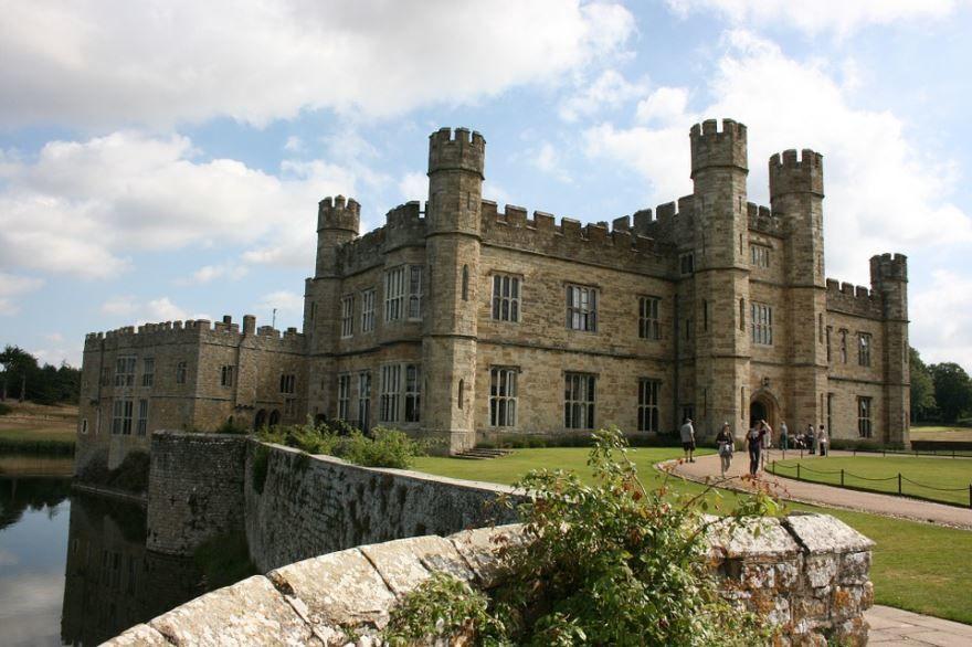 Смотреть красивое фото замок город Лидс Англия