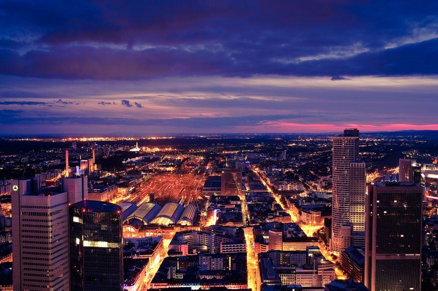 Смотреть лучшее ночное фото города Франкфурт в хорошем качестве