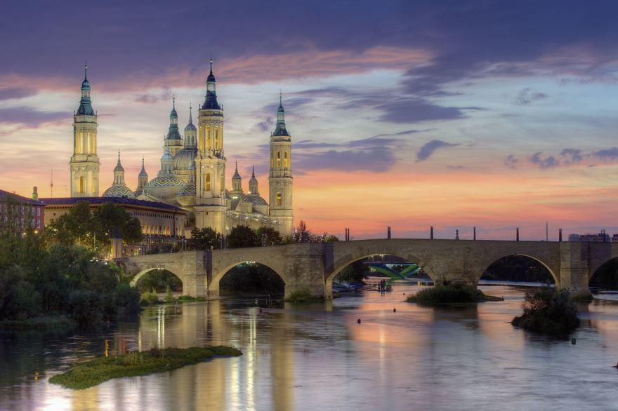 Смотреть красивое вечернее фото город Сарагоса