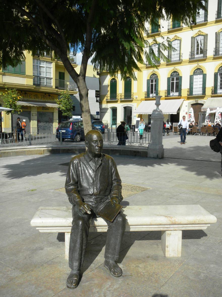 Монумент Пикассо город Малага Испания