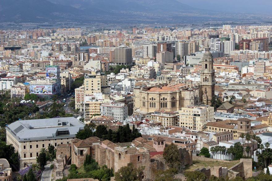 Смотреть лучшее фото вид сверху на город Малага 2019