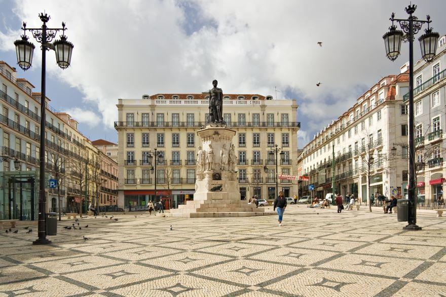 Смотреть красивое фото площадь города Лиссабон