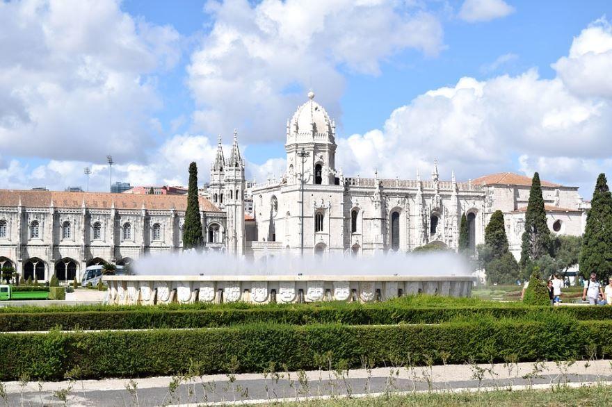 Замок в городе Лиссабон Португалия