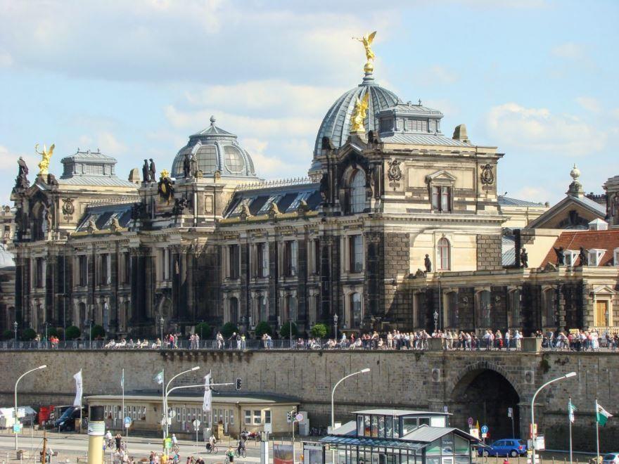 Скачать онлайн бесплатно лучшее фото города Дрезден в хорошем качестве