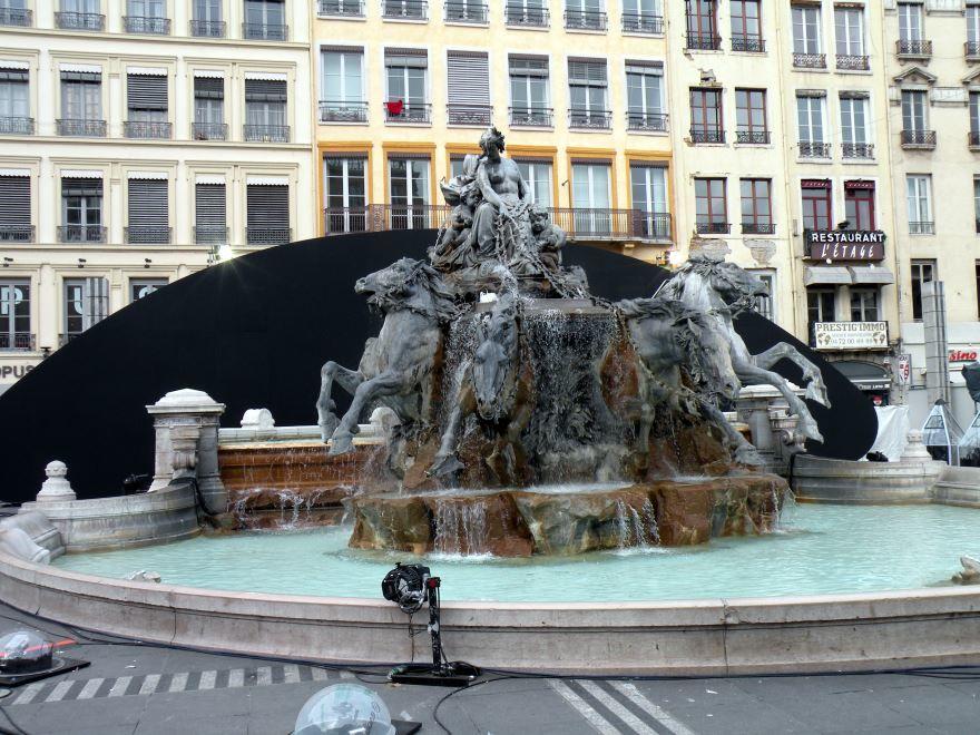 Бартольди фонтан четырех рек город Лион Франция