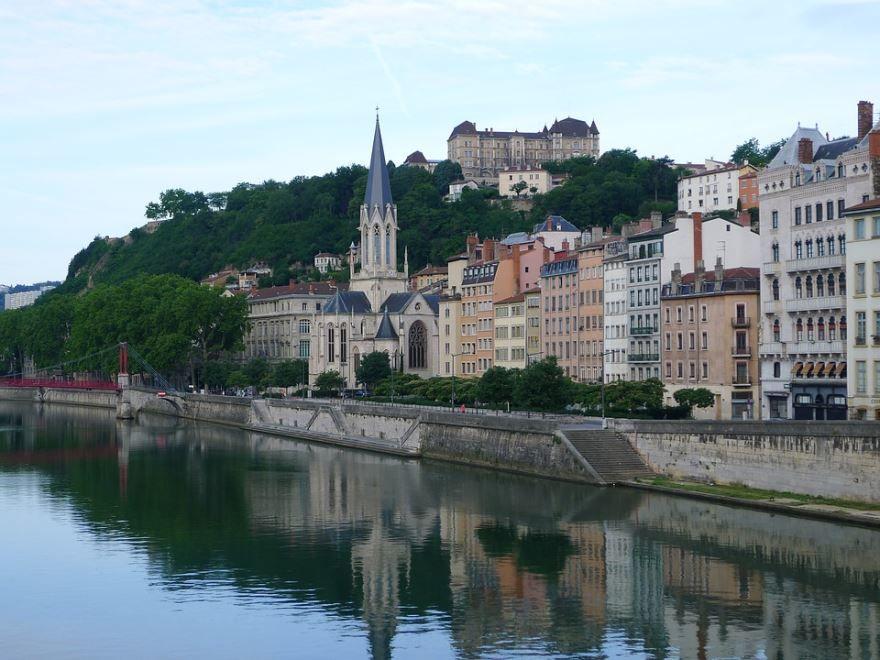 Смотреть лучшее фото красивый вид города Лион Франция