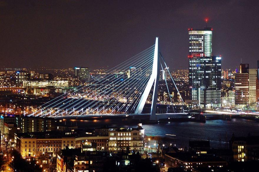 Смотреть лучшее ночное фото города Роттердам в хорошем качестве