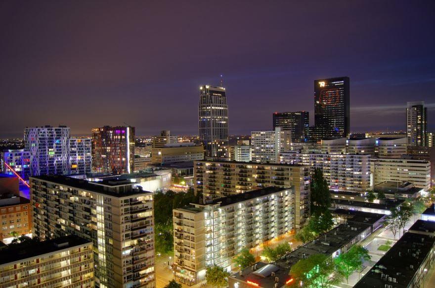 Смотреть лучшее ночное фото города Роттердам бесплатно