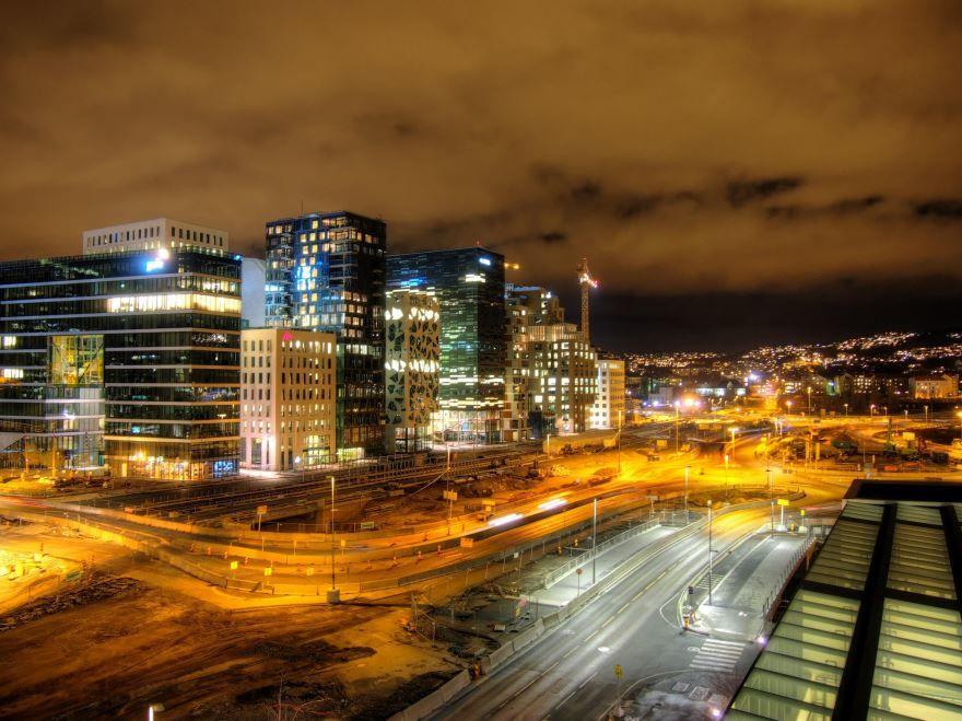 Смотреть красивое ночное фото города Осло Норвегия