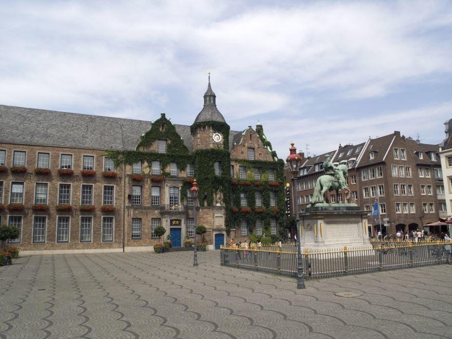 Смотреть красивое фото город Дюссельдорф 2019