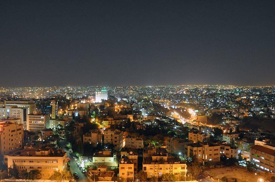 Панорама ночного города Амман 2019