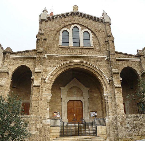 Фасад собора Святого Луи в Баб Идрис Бейрут