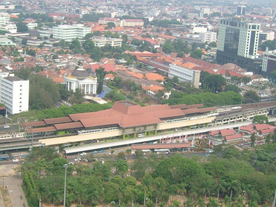 Смотреть красивое фото вид сверху город Джакарта