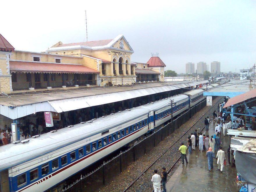 Железнодорожный вокзал город Карачи 2019