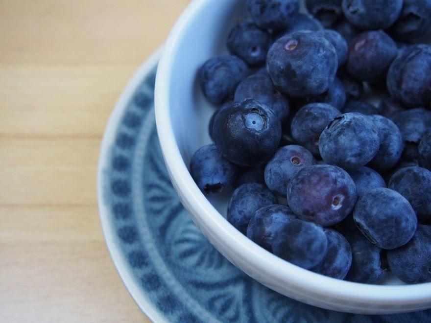 Фото ягод голубики с полезными свойствами, похожих на чернику