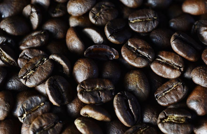 Скачать фото зерен вкусного кофе для доброго утра