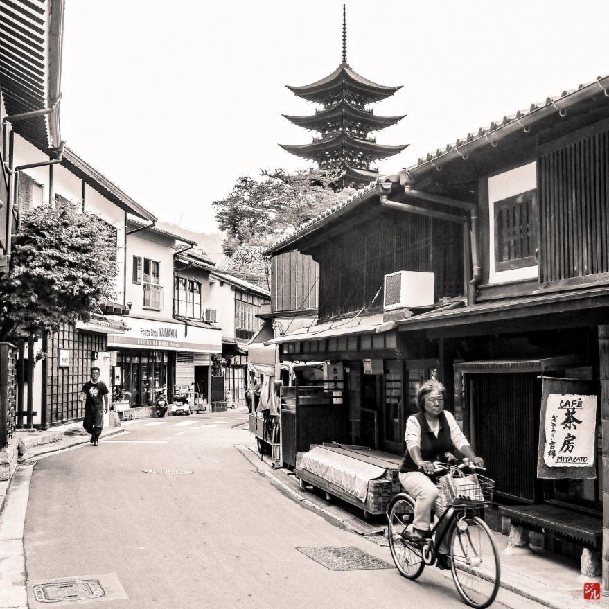 Смотреть лучшее старинное фото города Хиросима бесплатно