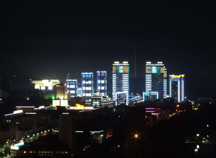 Смотреть красивое ночное фото города Пхеньян в хорошем качестве