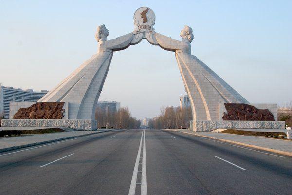 Памятник воссоединению в Пхеньяне