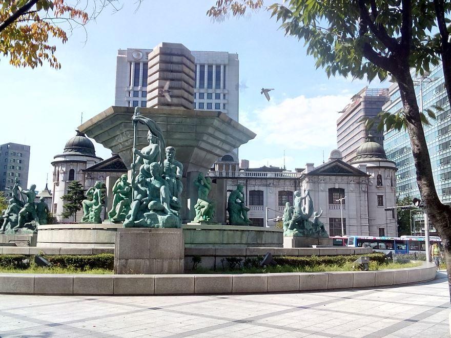 Скверик перед Центральным банком Сеула