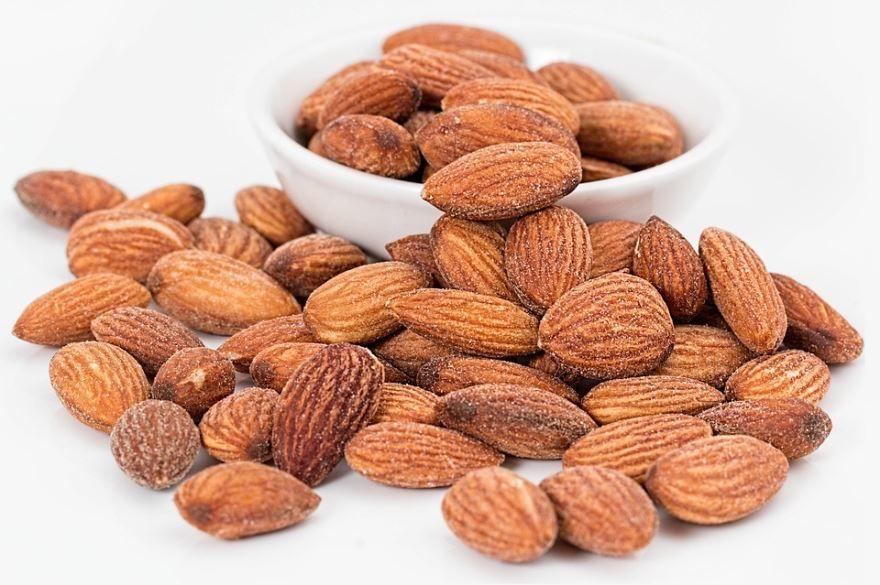 Смотреть фото ореха миндаль, обладающих полезными и вредными свойствами