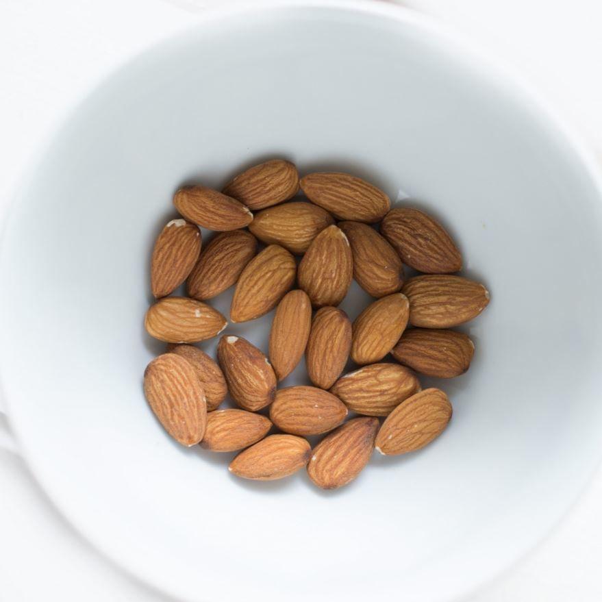 Фото орехов миндаля с полезными свойствами