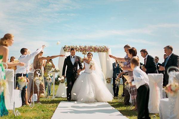 Свадебный снимок. Венчание под открытым небом