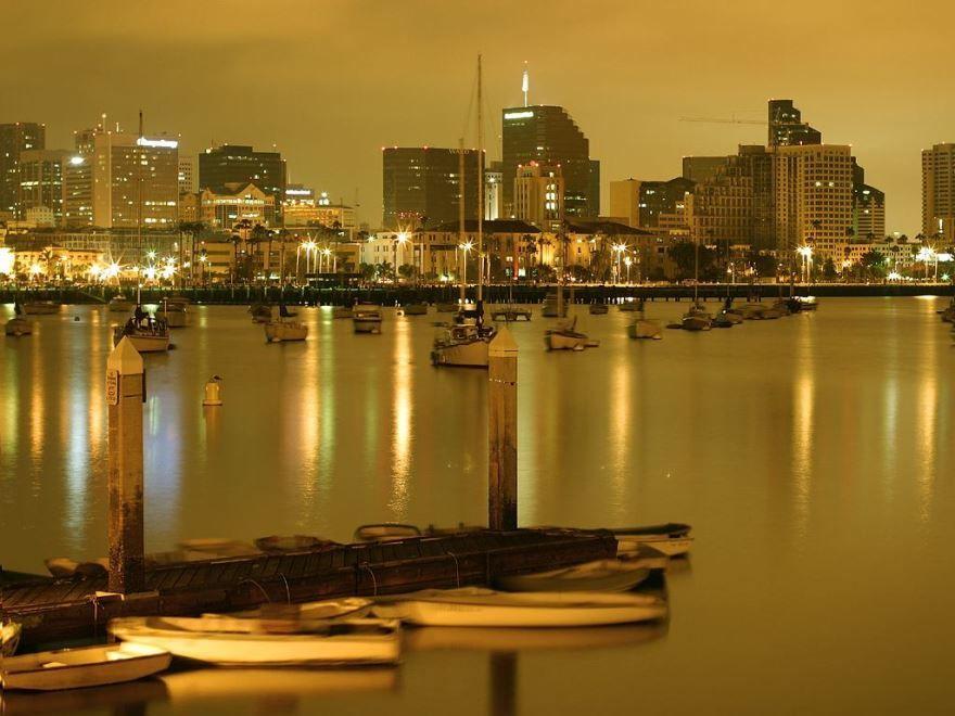 Смотреть красивое вечернее фото города Сан Диего бесплатно