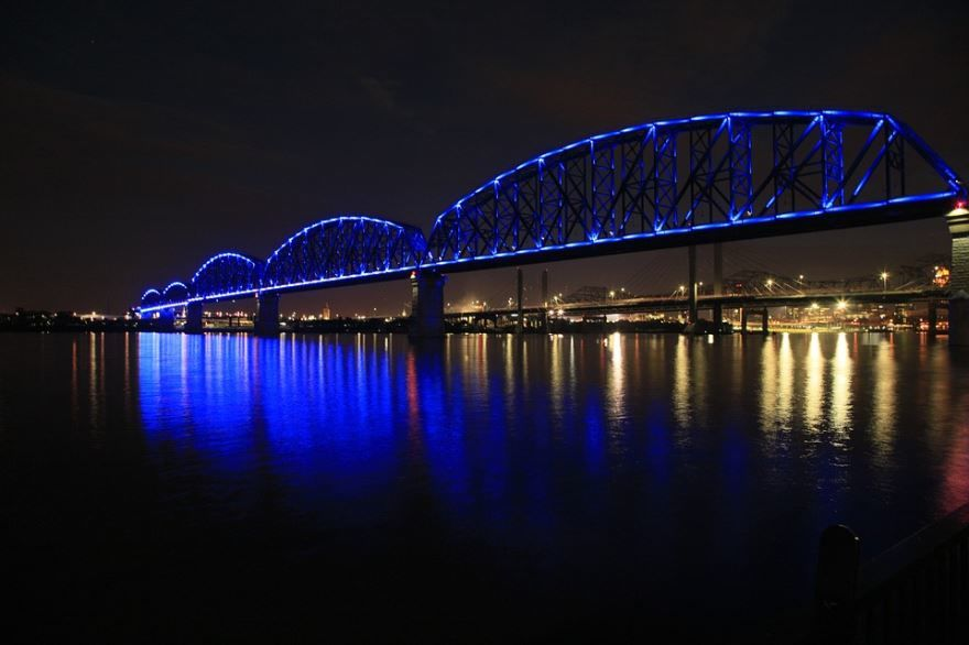 Скачать онлайн бесплатно лучшее фото города Луисвилл в хорошем качестве