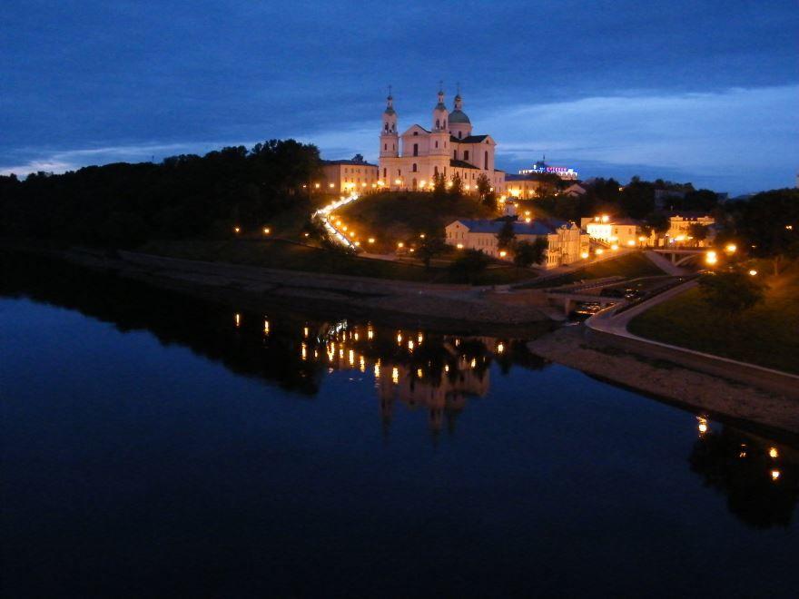 Смотреть красивое фото ночного города Витебска