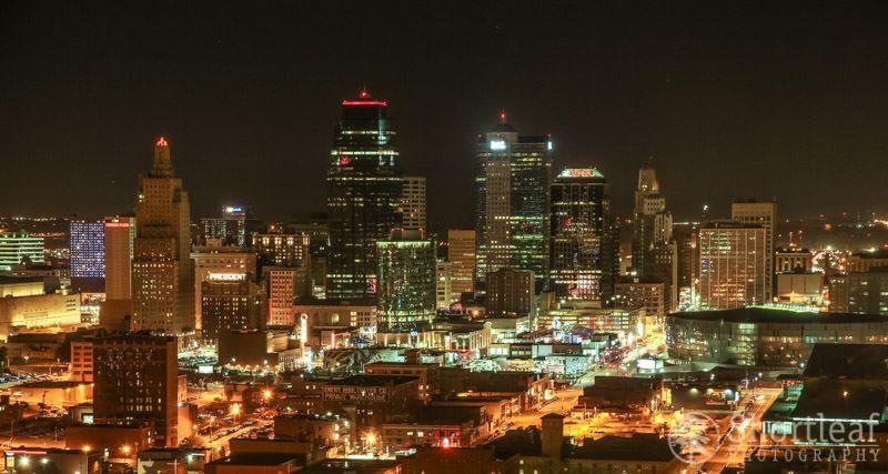 Скачать онлайн бесплатно лучшее ночное фото города Канзас Сити в хорошем качестве