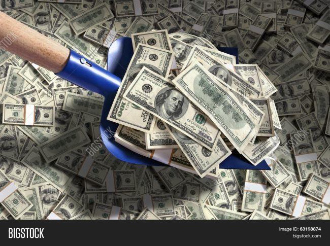 Гора денег, доллары, гребем лопатой