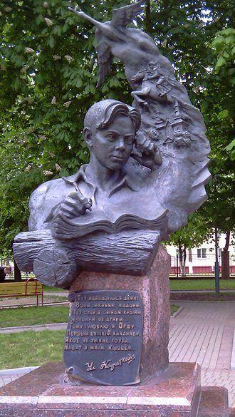 Памятник Владимиру Короткевичу город Орша