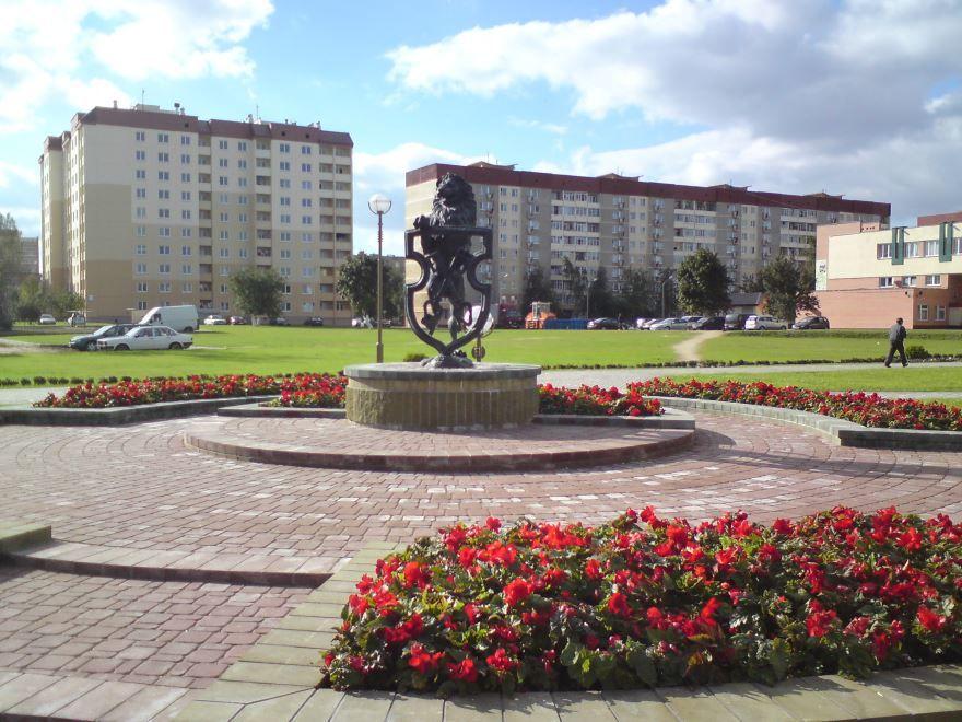 Статуя льва в центре города Лида