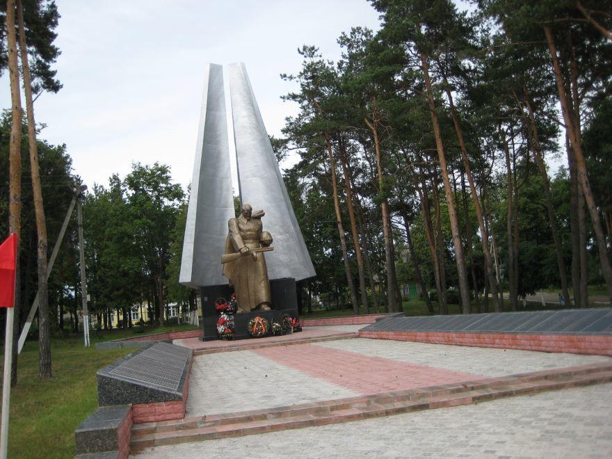 Братская могила Советских воинов город Брослав Белоруссия