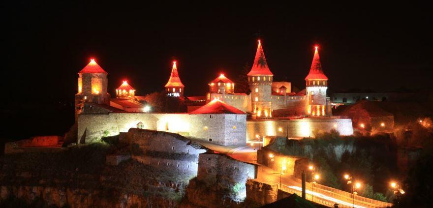Смотреть красивое ночное фото город Каменец 2019