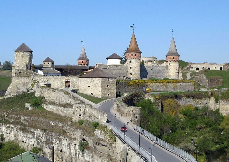 Скачать онлайн бесплатно лучшее фото старого замка город Каменец в хорошем качестве