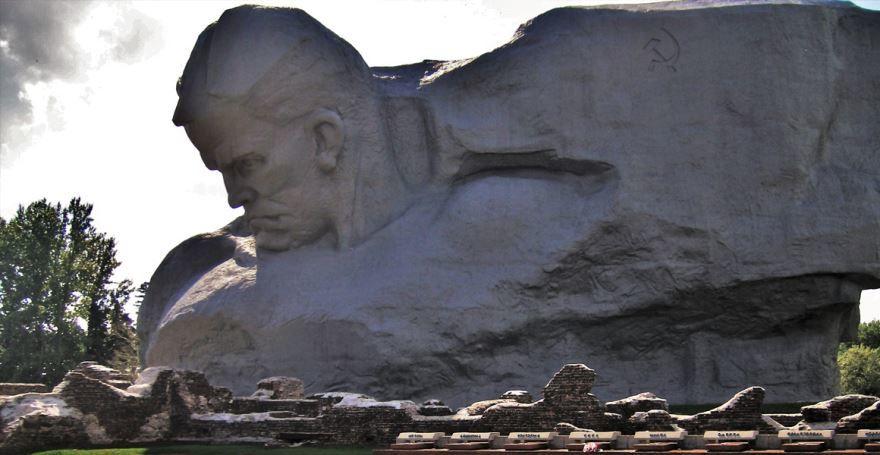 Мемориал памяти погибшим в годы Великой Отечественной войны город Пружаны