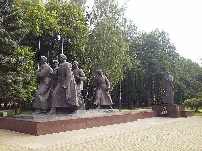 Памятник матери Куприянова и пяти ее погибшим сыновьям город Жодино