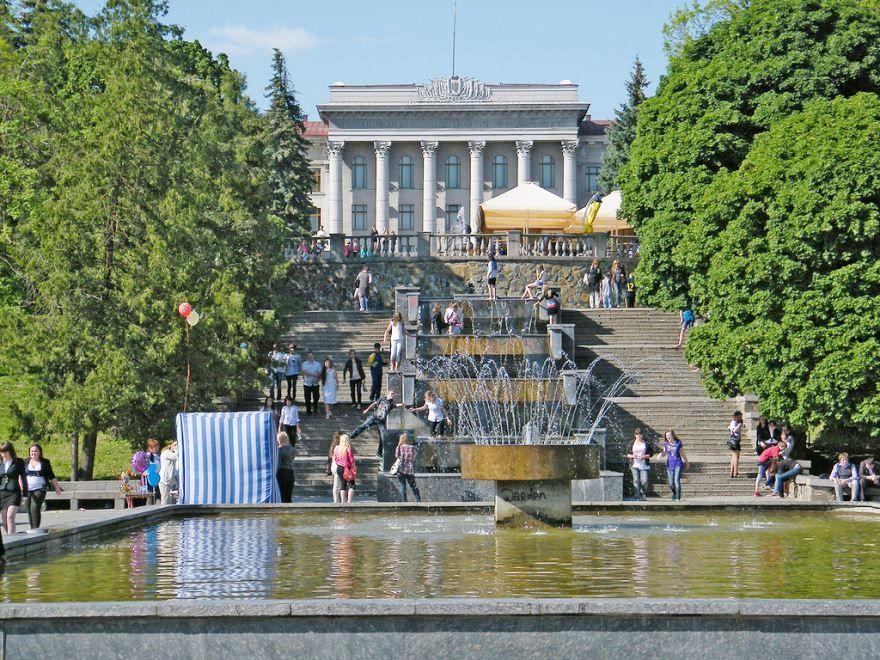 Каскад фонтанов город Луцк