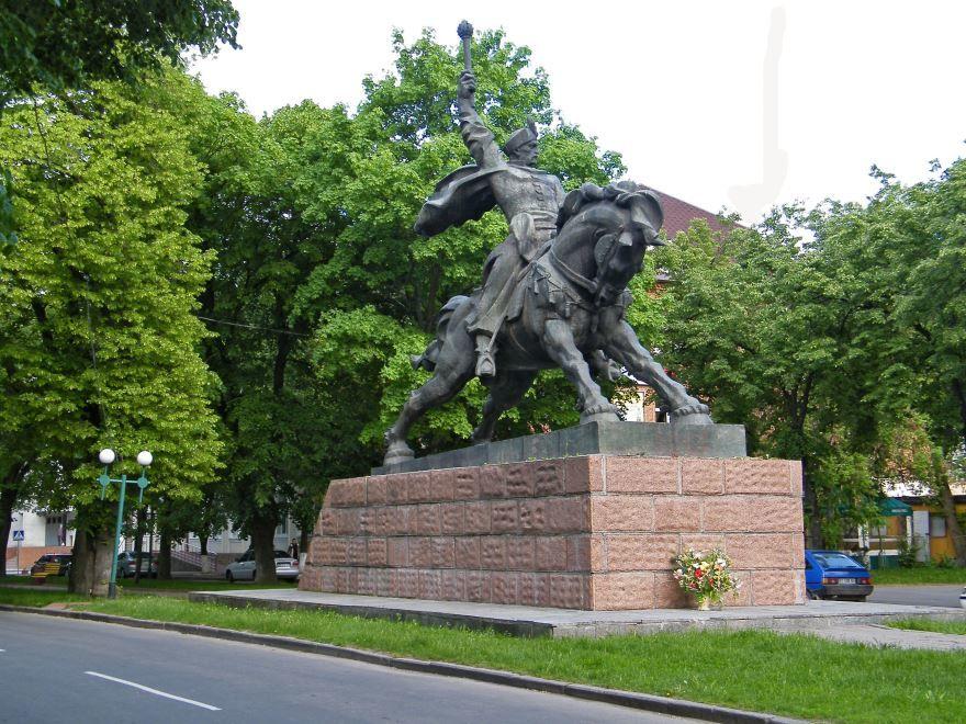 Памятник Богдан Хмельницкий город Хмельницкий