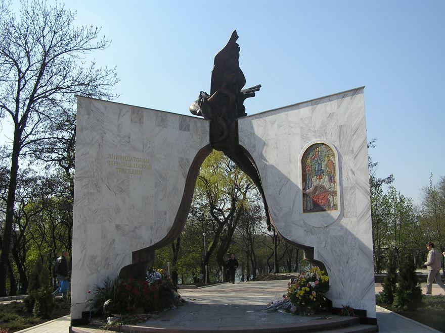 Памятник жертвам Чернобыльской аварии город Хмельницкий