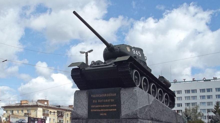 Танк на площади Победы город Житомир