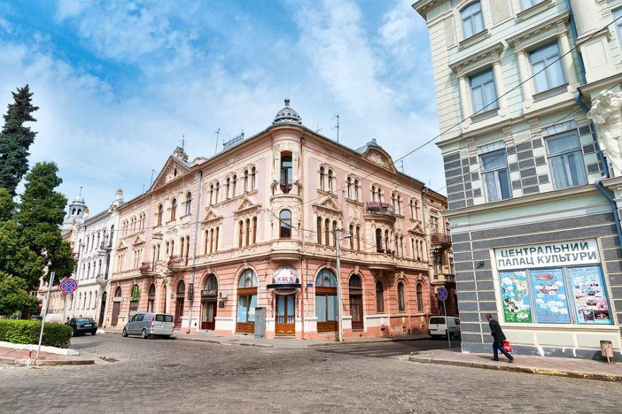 Смотреть красивое фото улица города Черновцы Украина