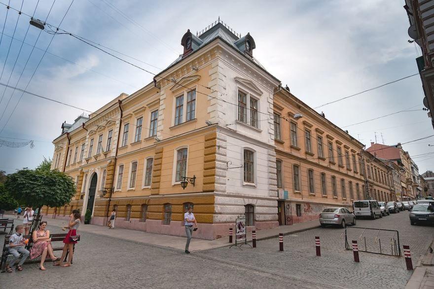 Скачать онлайн бесплатно лучшее фото города Черновцы в хорошем качестве